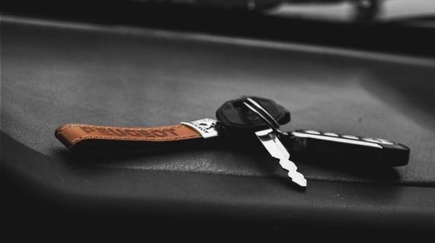Sprzedaż samochodu, co z ubezpieczeniem